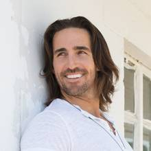 """Beachin'"" singer Jake Owen is at home at Mandalay Bay's Concerts on the Beach series."
