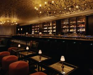 Gin-focused lounge offers creative cocktails, swanky space.